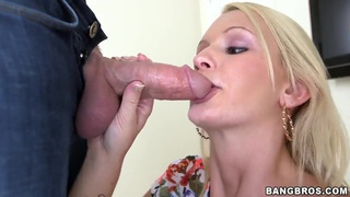Babe Emily Austin does amazing blowjob in close up