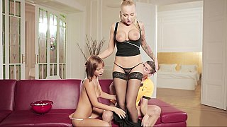 Mom gives some lessons in lust