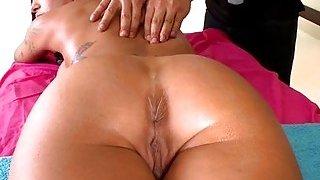 Guy works on a pornstar